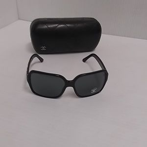 Chanel new sunglasses 5139 c.501/3f rare